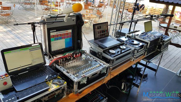 Die mobile Studiotechnik der MaschseeWelle, aufgebaut auf der Bühne vom Sommer-Biergarten in Sarstadt am 20.09.2020).